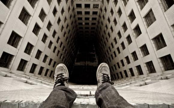 Російські підлітки у прямому ефірі вчиняють самогубства під популярний трек. ВІДЕО 18+