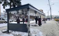 В Луцьку в центрі встановили ще 1 розумну зупинку. ФОТО