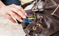 У Луцьку жінка вкрала документи та гаманець