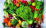 Чому не можна їсти сирих овочів перед сном