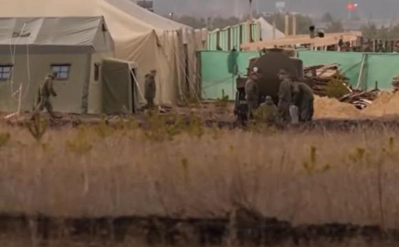 З'явилось відео військового табору РФ біля кордону з Україною
