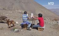 Онлайн-уроки проходять на горі під палючим сонцем. ВІДЕО