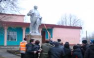 У селі на Волині скинули пам'ятник Леніну. ВІДЕО