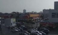 У Луцьку біля «Нової Лінії» — дві пожежні машини та натовп людей. ВІДЕО