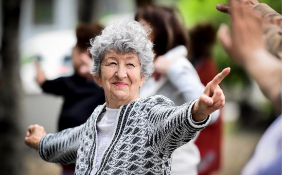 Пенсійний вік для жінок підвищать з 1 квітня