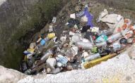 У Луцьку на Київському майдані валяються купи сміття