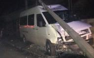 ДТП у Луцьку: автомобіль врізався в електроопору. ФОТО