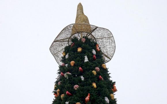 З головної ялинки України зняли «відьмацький капелюх». ФОТО