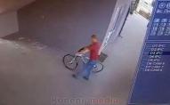 У Ковелі необачливий крадій велоспеда потрапив на відеокамеру. ВІДЕО