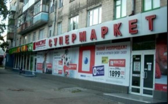 Луцький водій протаранив магазин «Фокстрот» в центрі