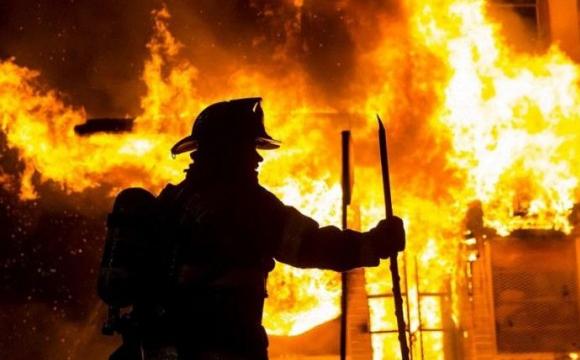 Під Луцьком більш як годину палав будинок з газоблоків: загасили близько опівночі. ФОТО