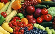 Огірки, помідори, ягоди та фрукти: ціни на українських ринках