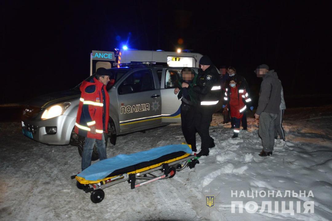 Поліцейські розшукали волинянина, який добу блукав в зимовому лісі. ФОТО
