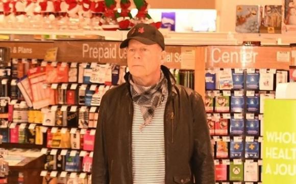 Брюса Вілліса без маски вигнали з аптеки