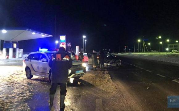 У Нововолинську біля АЗС зіткнулися 2 автівки. ФОТО