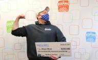 Чоловік вшосте виграв у лотерею сотні тисяч доларів
