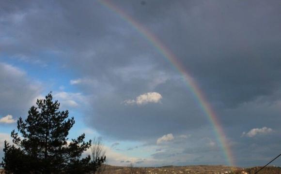 «Зимову веселку» побачили на Прикарпатті. ФОТО