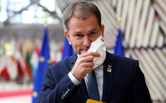 Скандальний прем'єр Словаччини йде у відставку через російську вакцину