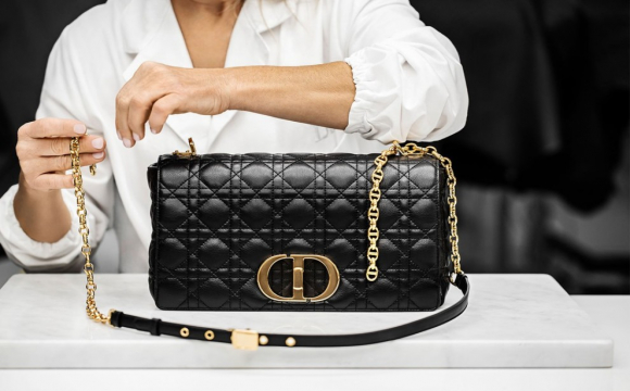 Показали процес створення нової сумки Dior. ВІДЕО