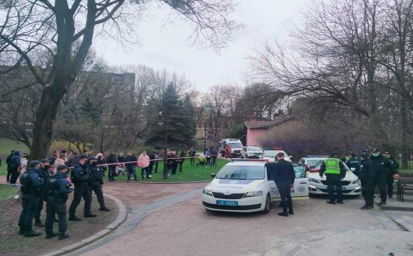 У Львові п'яний чоловік напав на поліцейського. ФОТО