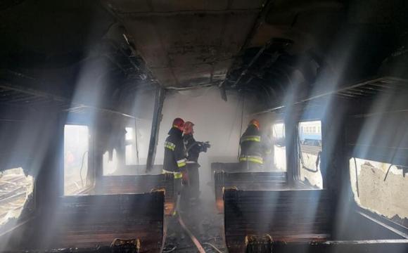 У Здолбунові згорів вагон електрички. ФОТО. ВІДЕО