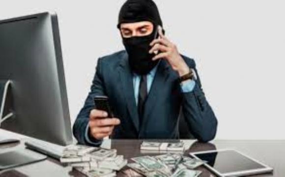 Шахраї зняли з картки лучанина понад 60 000 грн