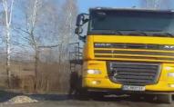 Біля Луцького військового аеродрому  вантажівка в'їхала в кювет. ВІДЕО