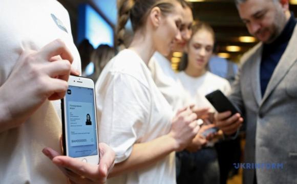 Українці зможуть використовувати е-паспорт в касі банку