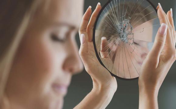 Головні ознаки людини з низькою самооціною: можливо ви один із них