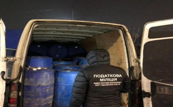 У Луцьку зловили бус, який перевозив 6 тон спирту
