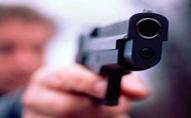 В центрі Луцька розгулював чоловік з пістолетом та набоями