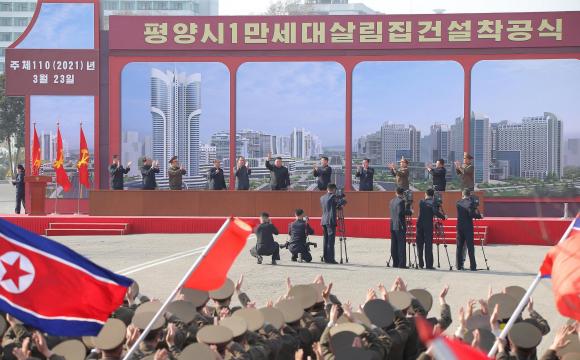 Кім Чен Ин розпочав будівництво «ідеальної вулиці»