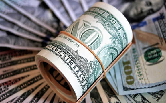 Гривня обвалилась до долара і євро