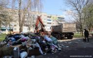 Волинянку в квартирі ледь не засипало сміттям. ФОТО