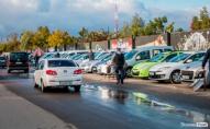 У Луцьку на автобазарі обікрали автомобілі