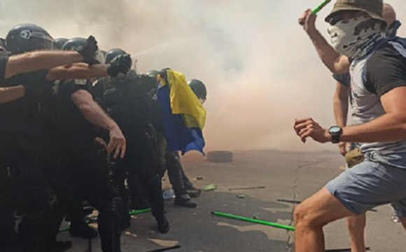 У Києві під час акції відбулася сутичка між активістами та правоохоронцями: є поранені. ФОТО