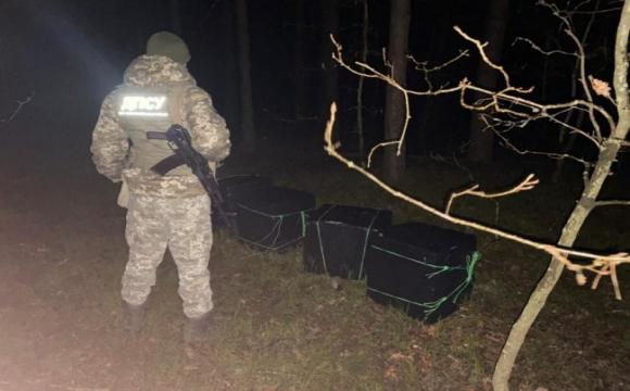 На Волині контрабандисти хотіли перевезти 10 ящиків цигарок через  кордон