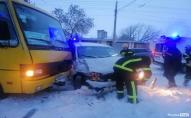 Внаслідок ДТП у Луцьку зіткнулись маршрутка та мікроавтобус: постраждало 2 людей
