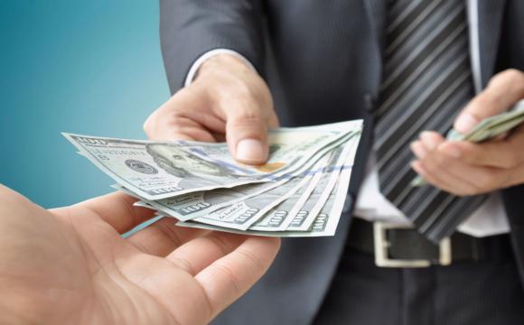 На пункті «Ягодин» чоловік пропонував митникам 200 доларів хабаря, щоб потрапити в Польщу