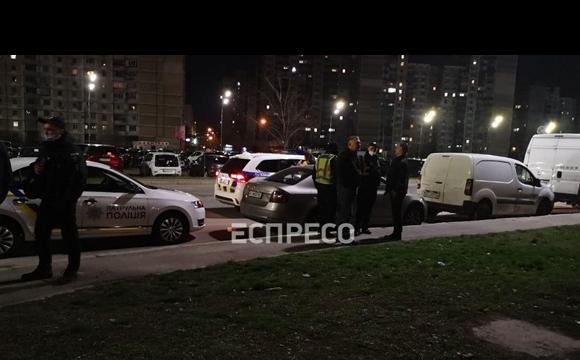 Стрілянина на проспекті у Києві: двоє поранених. ВІДЕО