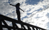 Самогубство на мості: жінка намагалась вкоротити собі віку. ВІДЕО