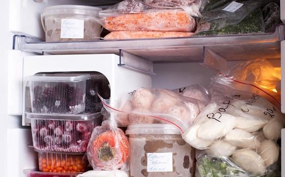 Скільки можна зберігати продукти в морозилці, та що не варто заморожувати