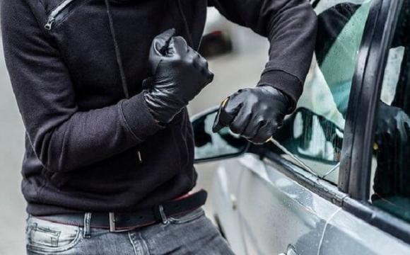 Українець з поляками продавали крадені автомобілі люкс класу