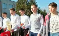 На Волині старшокласники оригінально привітали дівчат зі святом