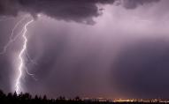 Екстремальні пориви вітру та великий град: Волинь попередили про високий рівень небезпеки