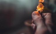 «Любов зла»: неповнолітній юнак підпалив свою вагітну дружину