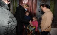 Діти, які опинились у складних обставинах, отримали подарунки від святого Миколая. ФОТО