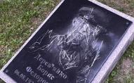 «Шок! Це нечувано!»: на меморіалі у Луцьку дитина розмалювала надгробки. ФОТО