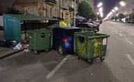 Комунальники покарали «героя парковки» біля сміттєбаків. ФОТО