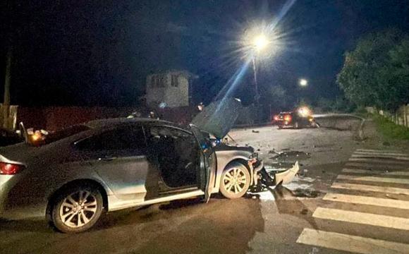 У Луцьку вночі зіткнулися два автомобілі, один з водіїв втікав